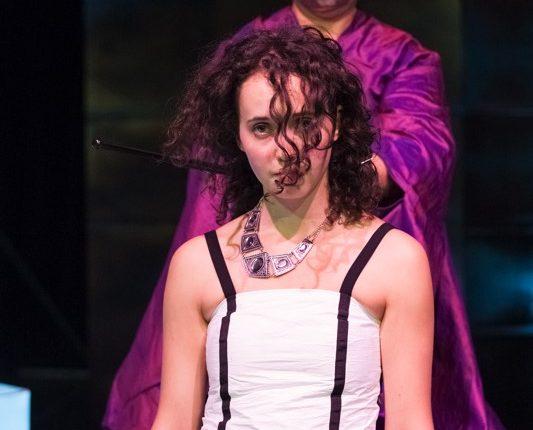 Antipoden, Theater, Schauspiel, Tyvekkleid, Kupfermaske, Kostüm violette Seide,© Sigrid Wurzinger