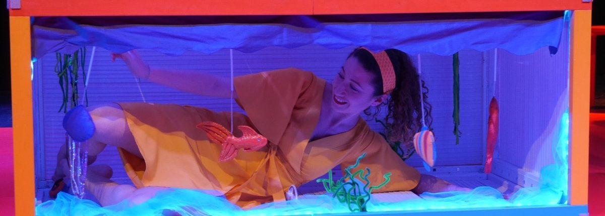 Sag mal..., Kindertheater, Tanz, Musik, Aquarium, Fische, © Sigrid Wurzinger