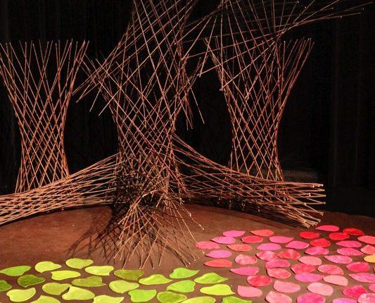 Schräge Vögel, Kindertheater, Musik, Tanz, Laubenvogel, Bühne, © Sigrid Wurzinger